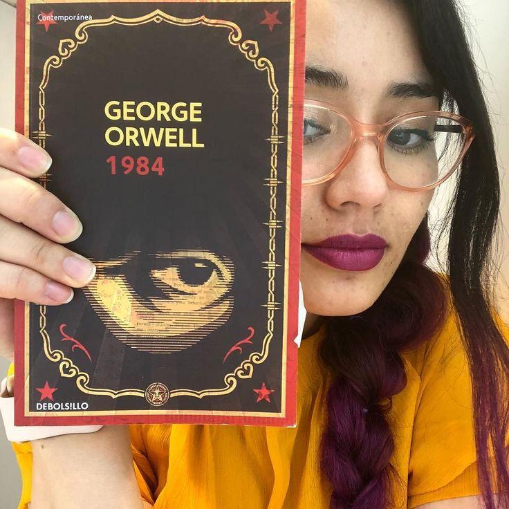 Me acabo de comprar el primer libro que leeremos en el #clubdelecturageekandchic | 1984 - George Orwell. Los invito a participar a intentar desconectarse junto conmigo del celu y retomar la lectura. Leeremos 1 libro cada mes y nos juntaremos en la comodidad de nuestra pantalla (en vivo por @geekandchic instagram) a comentar la lectura. Esto lo haremos cada 5 de cada mes. Para participar solo deben motivarse conseguir el libro leerlo y conectarse el 5 de febrero a las 23 horas al en Vivo que…