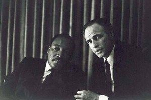 Martin Luther King et Marlon Brando.