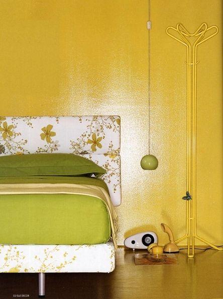 Вешалка: Daisy Бренд: Danese Milano Страна: Италия Вешалка для верхней одежды - модель создана дизайнером Джеймсом Ирвином в 2004 году. Материал - металл, окрашенный в серый / желтый цвет. Размеры, см: 165х50 (диаметр).