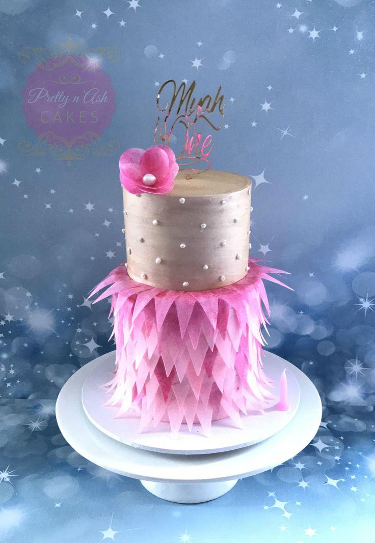 #prettynashcakes #melbournecakes #birthdaycakes #melbournecakedecorator #sugarart #cakesinmelbourne #firstbirthday #firstbirthdayparty #1stbirthday #acdnmember #waferpaperfeathers #waferpaperfeatherscake #feathercake