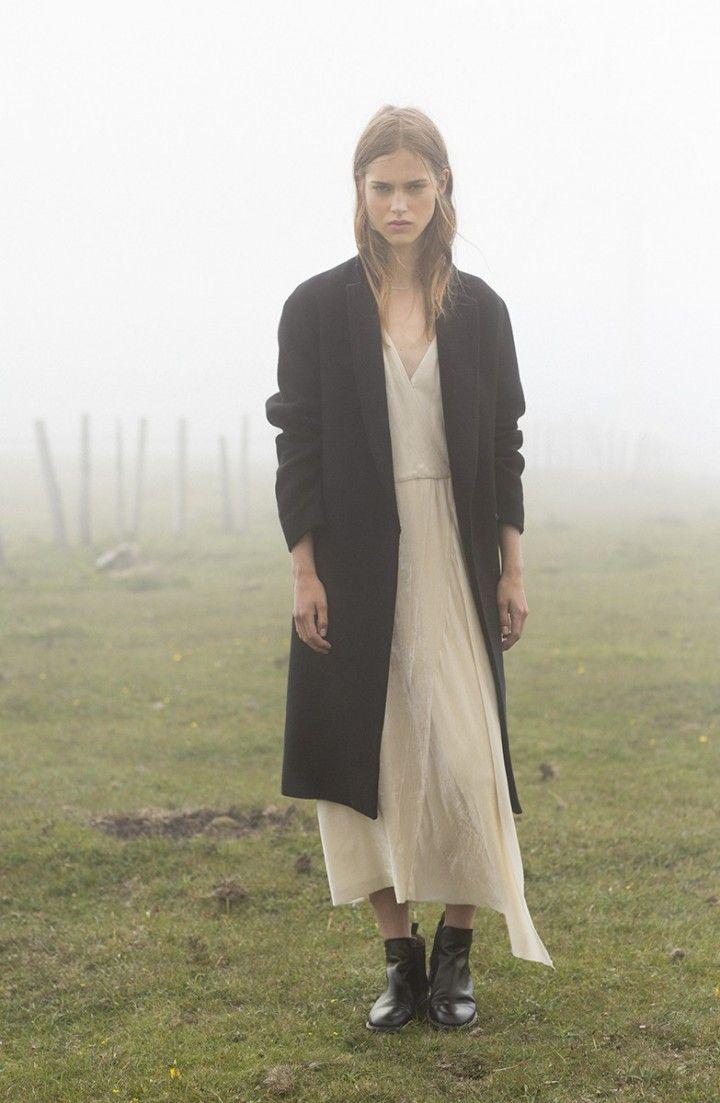 Long cream white dress / Long black coat / black ankle boots / Campaña | MASSCOB - La Coruña