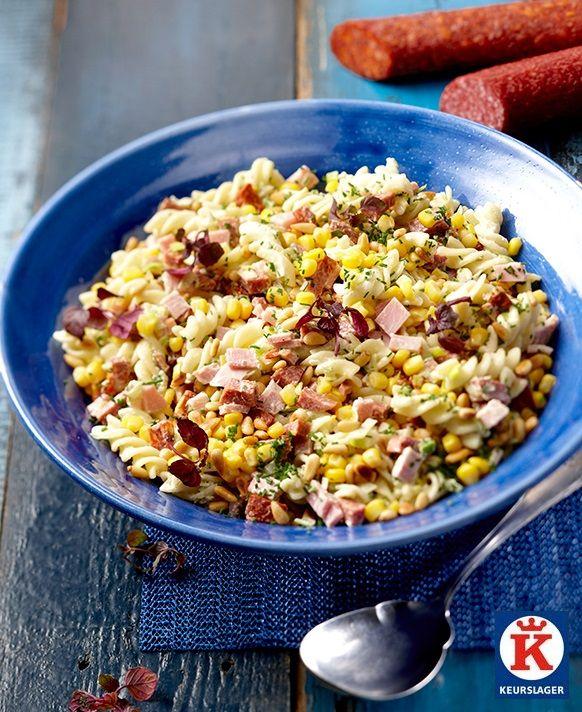 De frisse variant van de koude schotel. Lekker gevuld met pasta, groenten, salami en chorizo.