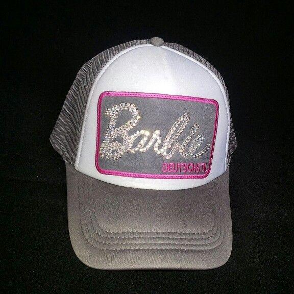 DEUTSCHSTIL SHINE Referencia: Barbie #Swarovzki Gorra rosada con blanco, fondo blanco, borde y letra rosada. Siguenos en  FB www.facebook.com/deutschstilcolombia Twitter @deutschstil Hagan sus pedidos escribiendo por WhatsApp  al 3102208634 Solo en Colombia