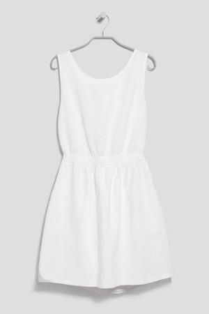 Best white dresses for graduation—from long to short, fancy to casual.