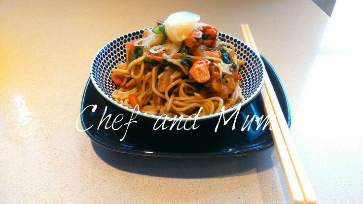 Noodles τόσο νόστιμα που θα τα λατρέψετε! Δεν χρειάζεται να είσαι Κινέζος chef, μπορείς να τα φτιάξεις το ίδιο νόστιμα και λαχταριστά!…