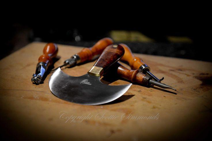 Round knife for leather  www.gidgeeknives.com.au