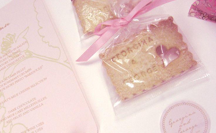 Petit beurre, petit biscuit à la vanille offert au café personnalisé aux prénoms des mariés et petit cœur, pour l'Amour!!!!