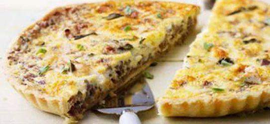 Τάρτα με καραμελωμένα κρεμμύδια και κατσικίσιο τυρί