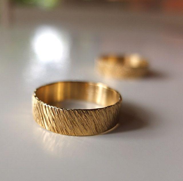 Obrączki z żółtego złota próby 585. Marcin Gronkowski i Jan Suchodolski  http://waszeobraczki.pl/ #ślub #obrączki