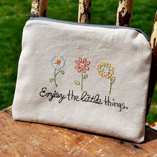 Make this simple Embroiderd Zipper Pouch with this free stitchable pattern! thanks so xoxl