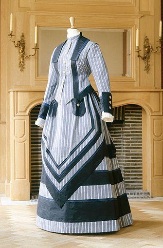 Paper Clothing Fabricut Teams Up with Artist Isabelle De Borchgrave 2014 Robe Anglais Pour le Sport 1870, Isabelle De Borchgrave