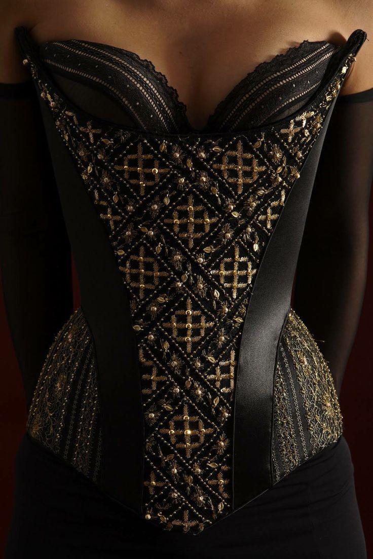 gorgeous corset lingerie pinterest f minin et noir. Black Bedroom Furniture Sets. Home Design Ideas