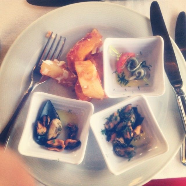 Just take a taste of seafood in Crete!  Photo credits: @kimartmaster