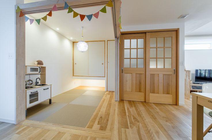 バーチ材の床が優しい二世帯住宅