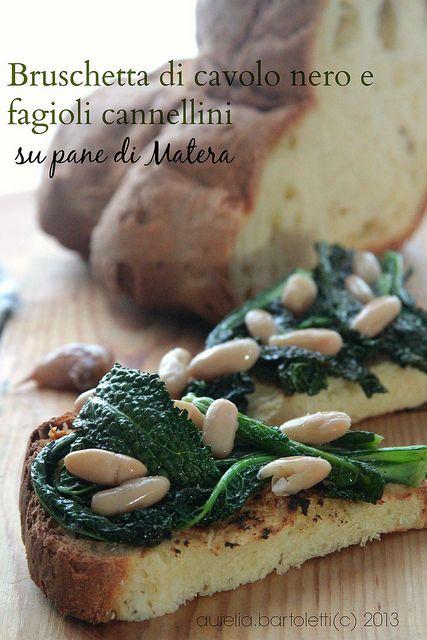 bruschetta di cavolo nero e fagioli cannellini su pane di Matera by Profumi in cucina http://www.profumincucina.com/2013/11/bruschetta-di-cavolo-nero-e-fagioli.html