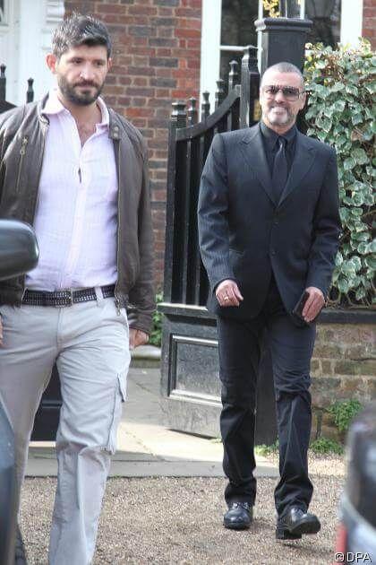 Nachricht: George Michael: Waren Drogen im Spiel? Polizei befragt Freund Fadi Fawaz: Autopsie brachte kein klares Ergebnis - http://ift.tt/2hXFflG #news