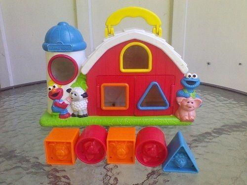 1999 Tyco Sesame Street Barn Shape Sorter Learning Toy Preschool Farm Animals