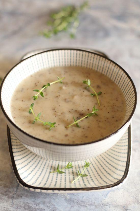 Sos pieczarkowy : Sos pieczarkowy Thermomix Składniki: 1 cebula 300 g pieczarek 20 g masła klarowanego 300 g wody lub bulionu 50 g śmietany płynnej do zup i sosów 20 g mąki. Przepis na Sos pieczarkowy