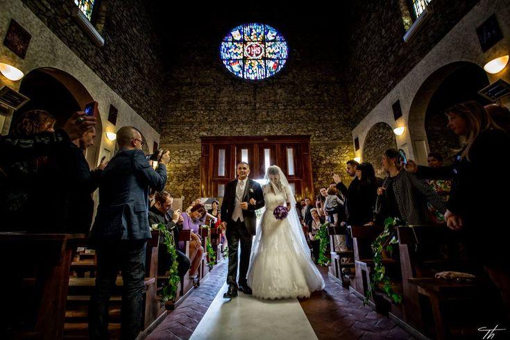 L'arrivo della sposa Chiesa di San Gaetano Marina di Campo #elba #elbawedding #elbawithlove #weddingdestination #religiousceremony #church #bride #groom  #eventstylist  #weddingplanner #rossellacelebrini #weddinginelba