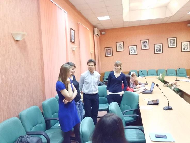 19.10. Студенты во время занятия по Стратегии, которое ведет Дарья Батамирова.