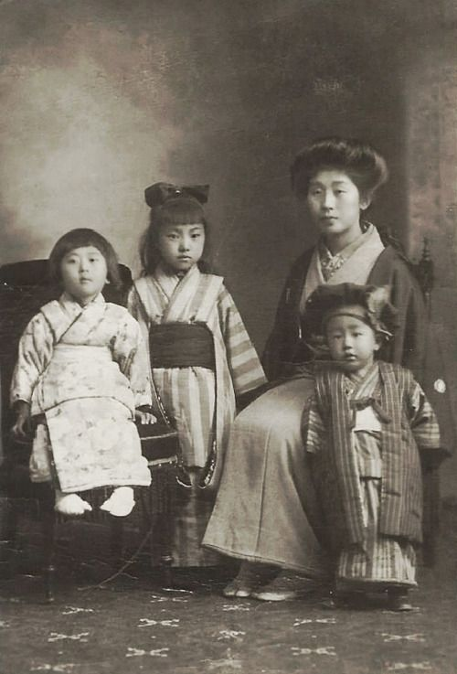 Mother and children. 1920's, Japan. Image via mudra51 on Flickr