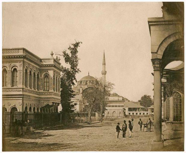 Tophane (1855) Sağ tarafta bulunan Tophane Kışlası günümüze ulaşamadı. Osmanli / Ottoman