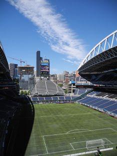 シアトルでサッカー・アメフトを楽しむならセンチュリーリンクフィールド。シアトル 旅行・観光のおすすめスポット!