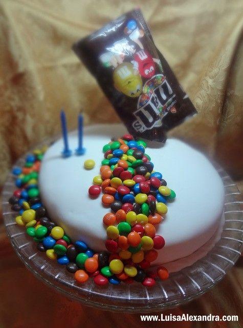 Luisa Alexandra: Bolo do 41.º Aniversário do Octávio • Bolo de Chocolate com ButterCream e Cobertura de Pasta de Açúcar com decoração M&M's