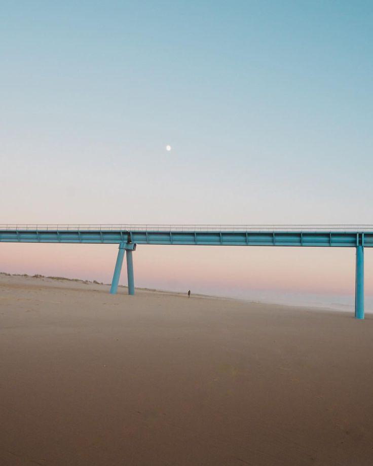 "71 mentions J'aime, 3 commentaires - DEFTOM (@deftom_filmaker) sur Instagram: ""🌖Tiny Moon 🌕 • #moon #beach #ocean #sunset #sky #photo #strangebeauty #gironde #aquitaine #bordeaux…"""
