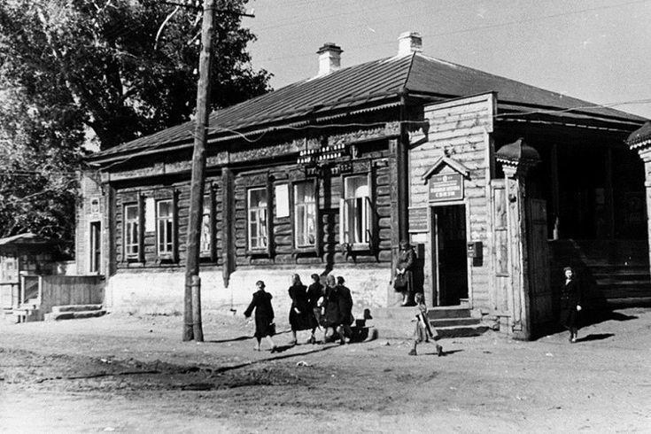 Ставропольская районная контора связи (Главпочтамт) на улице Красноармейской (бывшая улица Соборная)