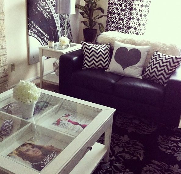 exactly what i have in mind for my living room! maybe a splash of yellow or coral or mint hmmm