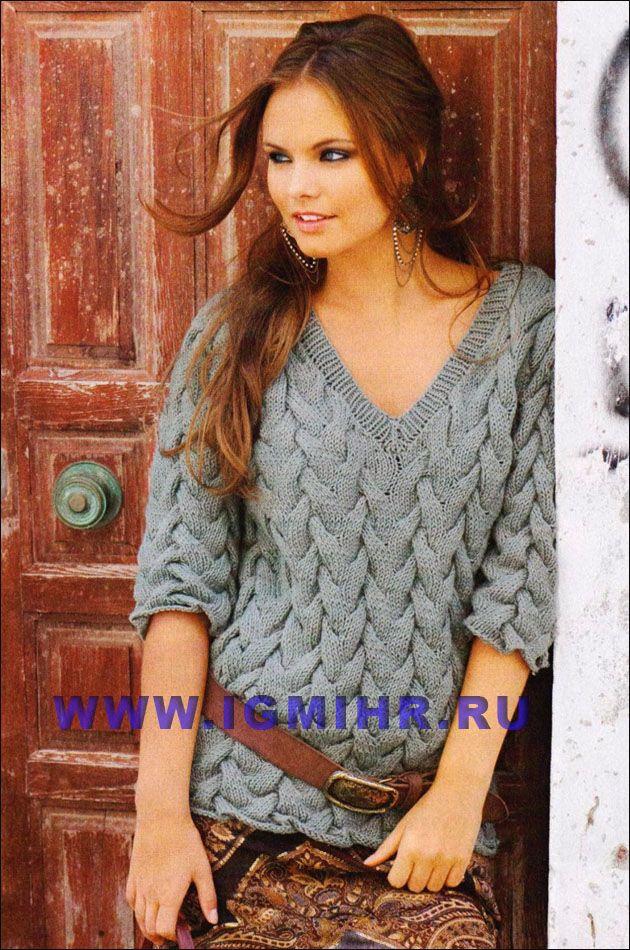 Пуловер с V-образным вырезом и выразительными косами. Спицы