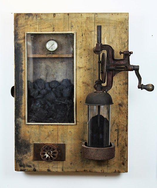 Teleportation Coal - Maurizio Di Feo - 1894/2015 - Dimensioni: 56 x 80 x 32 cm Materiali: Ferro-Legno-Carbone-Plexiglass Maurizio Di Feo   #mauriziodifeo #artistaitaliano #milanoarte #art #contemporaryart #mixedmediapainting #assemblageart