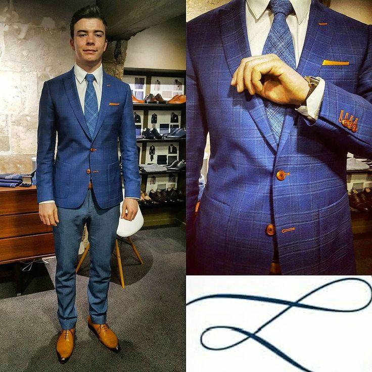 Paul en costume sur mesure de L'Atelier 5 Vitale Barberis Canonico. Veste en prince de galles bleu. #business #mode #bespoke