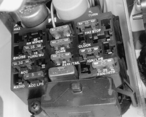 9de5633790343350905a5c3f0985f0b7 fuse panel jeep stuff 22 best jeep yj digramas images on pinterest jeeps, jeep stuff Battery Cable Fuse Link at love-stories.co