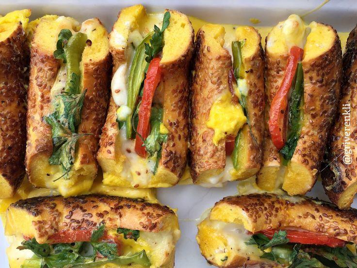 Güzel bir cumartesi gününden herkese merhaba.. Ece Zaim'in açık mutfak kitabından uyarladığım, kahvaltı sofranıza çok yakışacak bir tarif ...
