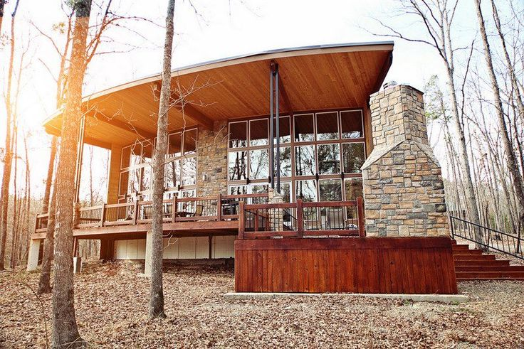 Hidden Hills Cabins in Broken Bow, Oklahoma can accommodate any size group with cabins that sleep 2 to 14. These cabins have outdoor grills, firepits and Jacuzzi tubs.