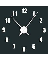 Praktické samolepící hodiny v bílé barvě s výraznými číslicemi v pravidelném kruhu. Hodiny můžete umístit dle svých představ na plochu a vytvořit tak nevšední a stylový interiér. Hodinový strojek lze zavěsit na háček. Hodiny jsou nejen praktickým, ale především designovým doplňkem Vašeho interié