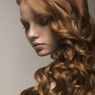 Come avere ricci perfetti se hai i capelli lisci, crespi o mossi / capelli / Home page - Cosmopolitan