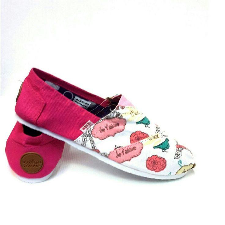 Sepatu teplek yg cucok dipake kemana aja.. diborong yuk dear... banyak motif terbaru nih yg kece...  WAKAI (Sol Karet) Harga : 135.000,- Size : 36 - 41 Picture yang kami upload adalah hasil real picture ***Happy Shopping***