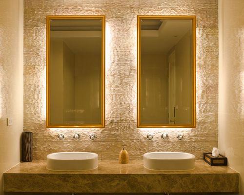 Espelhos com iluminação embutida para banheiros e lavabos