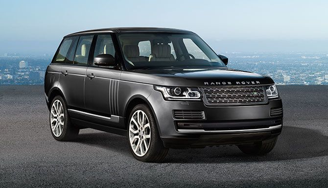 Innovative Luxury SUV: Range Rover HSE in Causeway Grey