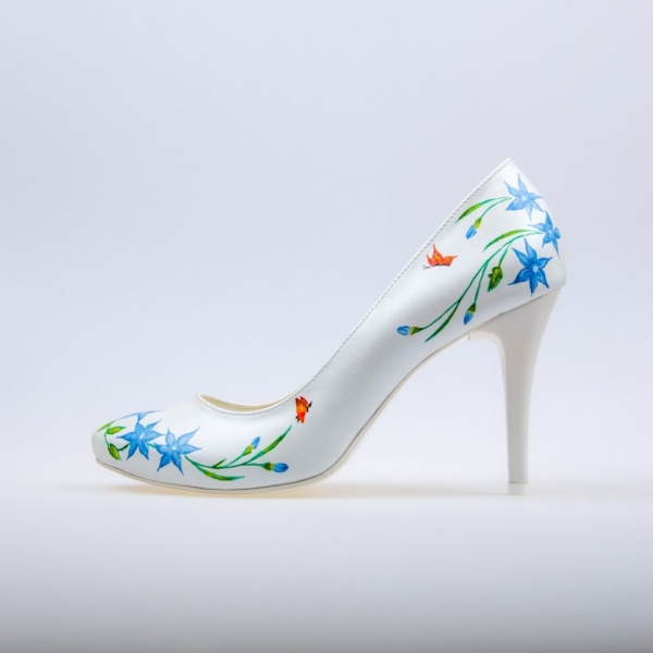 Hand Painted Shoes     Graphic project and painting Marlena Pytel.    So cute..