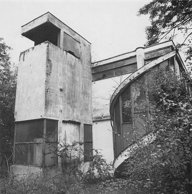 Sanatorium Zonnestral, Hilversum, Netherlands - J. Duiker, B. Bijvoet, J. G. Weibenga, 1926
