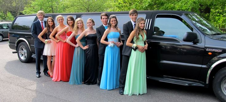 Are you all set to your special prom night and looking to make it memorable? Well, best limo service is here to make your prom night special and unforgettable. We provide you the best prom limo specials in Toronto to make your night extraordinary. With the facility to pick you up from your place to move anywhere you want, we are specialist in this field.