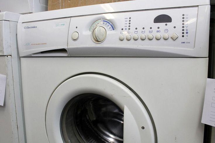 Pri kúpe novej práčky sa najviac tešíme zo svetlej budúcnosti našej bielizne. Predpokladáme, že naša nová práčka bude fungovať ako stopercentný robot, ktorý umyje avyčistí všetko. Oto skôr, ak nás predajcovia na reklamných letákoch presviedčajú, že práve táto mašina je na najlepšia. Keď však doma práčku snov rozbalíme, prichádza zmätok. Nakoniec sa celkom potešíme, ak …