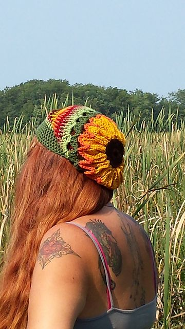 Ravelry: Sunflower Slouchy pattern by Raechel Mayfield