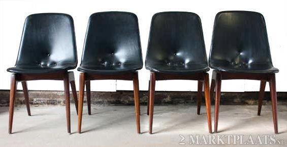 Vier retro/vintage eetkamer stoelen, met zwarte bekleding