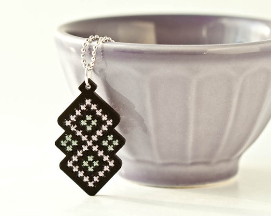 Bordado en madera- DIY / Dream a Little Bigger - Dream a Little Bigger Craft Blog - Cross Stitched Jewelry Kits!