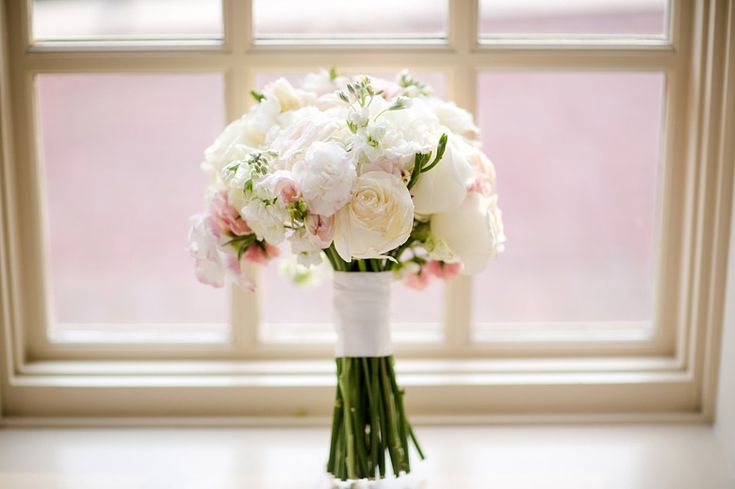simple wedding bouquet pastels